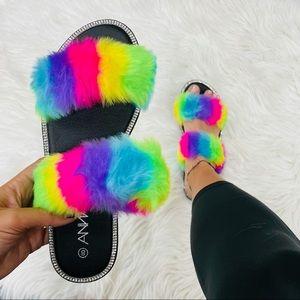 Rainbow fur strap rhinestoned sandal